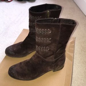 UGG Cailyn boots 8.5
